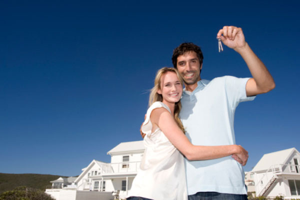 A happy couple shows off thier new house keys